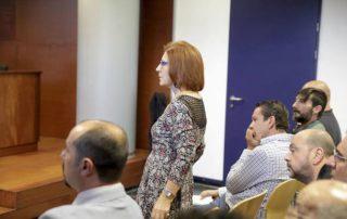 Algunos de los condenados (Carmen Heras de pie), en el juicio en el Juzgado de lo Penal número 2. :: hoy.es