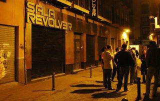 Fachada Sala Revolver de noche